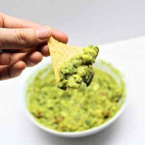 Homemade Guacamole Recipe with Fresh Ingredients and Smoked Paprika