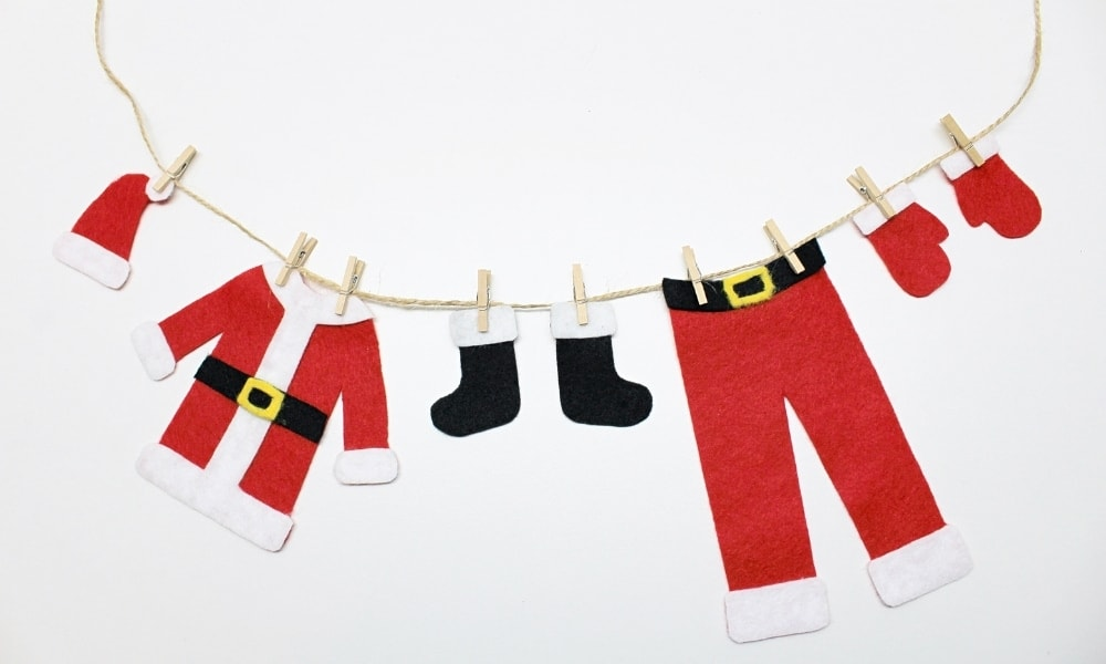 DIY Felt Santa's Clothing Christmas Garland